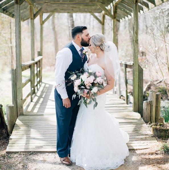 How to Choose Between an Indoor or Outdoor Wedding