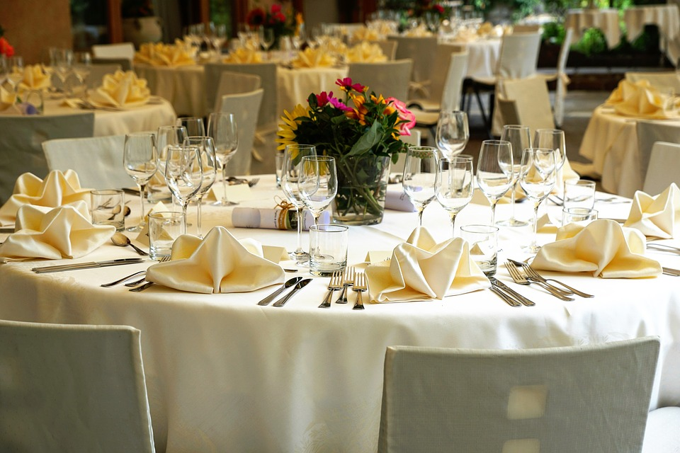 Stress-Free Tips for Planning a Wedding Seating Chart